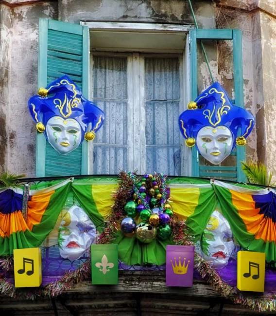 Set of 6 Mardi Gras Decorated Luminaries