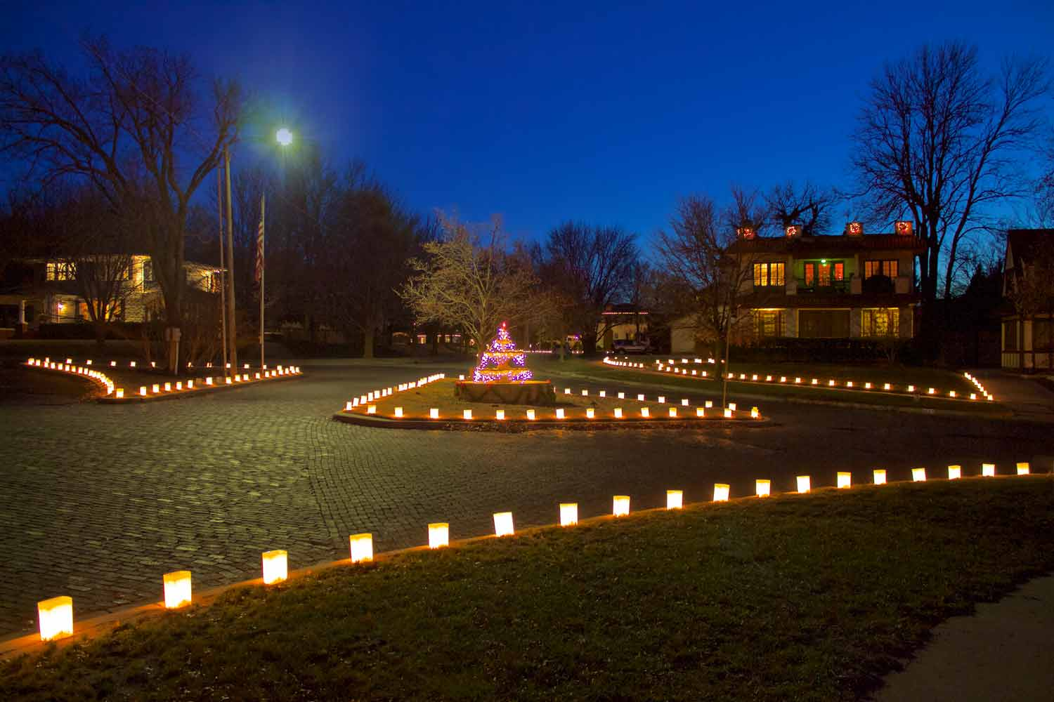 Fountain neighborhood luminaries